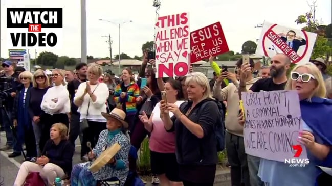 Anti-vaxxers protest outside Greg Hunt's office (7 News)