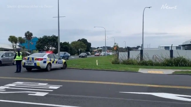Police suspend flights at Auckland Airport after bomb threat