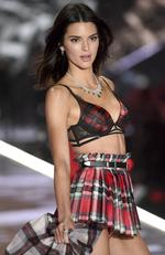 Kendall Jenner walks the runway during the 2018 Victoria's Secret Fashion Show at Pier 94 on Thursday, Nov. 8, 2018, in New York. (Photo by Evan Agostini/Invision/AP)