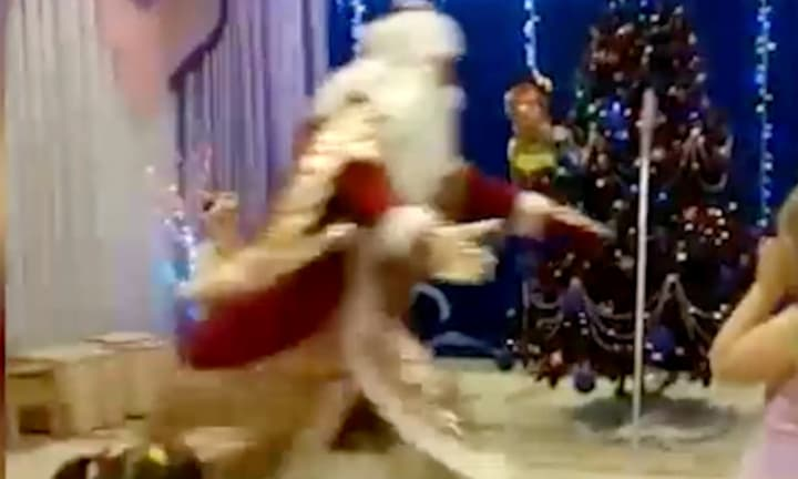 Footage shows Santa collapse and die in front of confused kids at Xmas show
