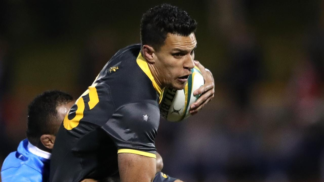 Matt Toomua runs the ball to the line in his return match for the Wallabies.