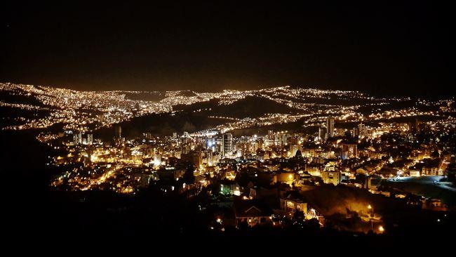 La Paz by night. Image: Unsplash