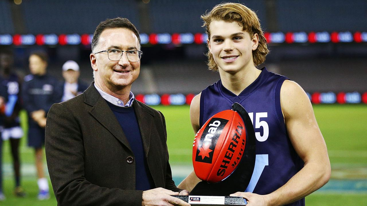 Bailey Smith presented the Vic Metro MVP award. Photo: Michael Dodge/Getty Images