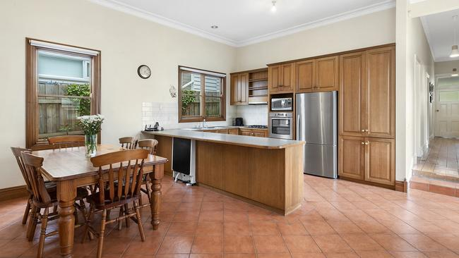 "<a href=""https://www.realestate.com.au/property-house-vic-newtown-129862050"">23 Huntingdon St, Newtown</a>"