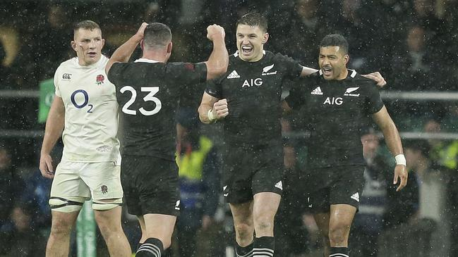 New Zealand celebrate the 16-15 win.