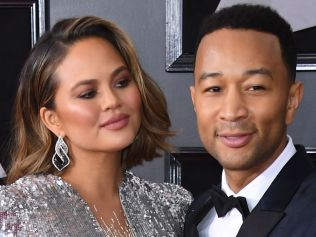 Chrissy Teigen (L) and John Legend arrive for the 60th Grammy Awards on January 28, 2018, in New York. / AFP PHOTO / ANGELA WEISS