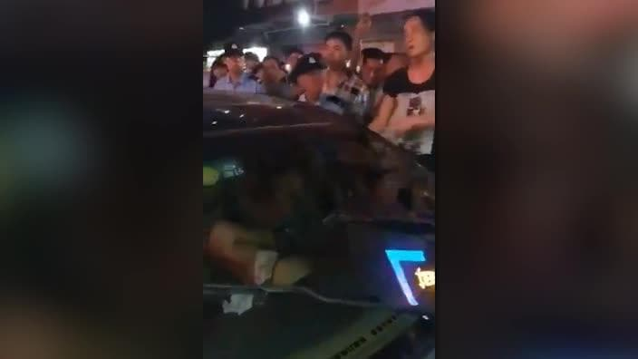 Furious wife strips husband's mistress naked in car