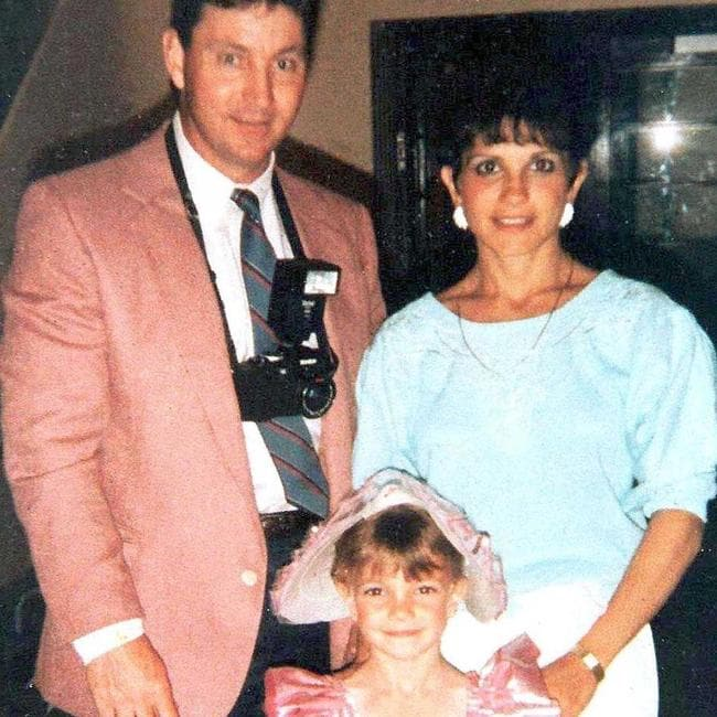 A flashback photo of Britney Spears with her parents.