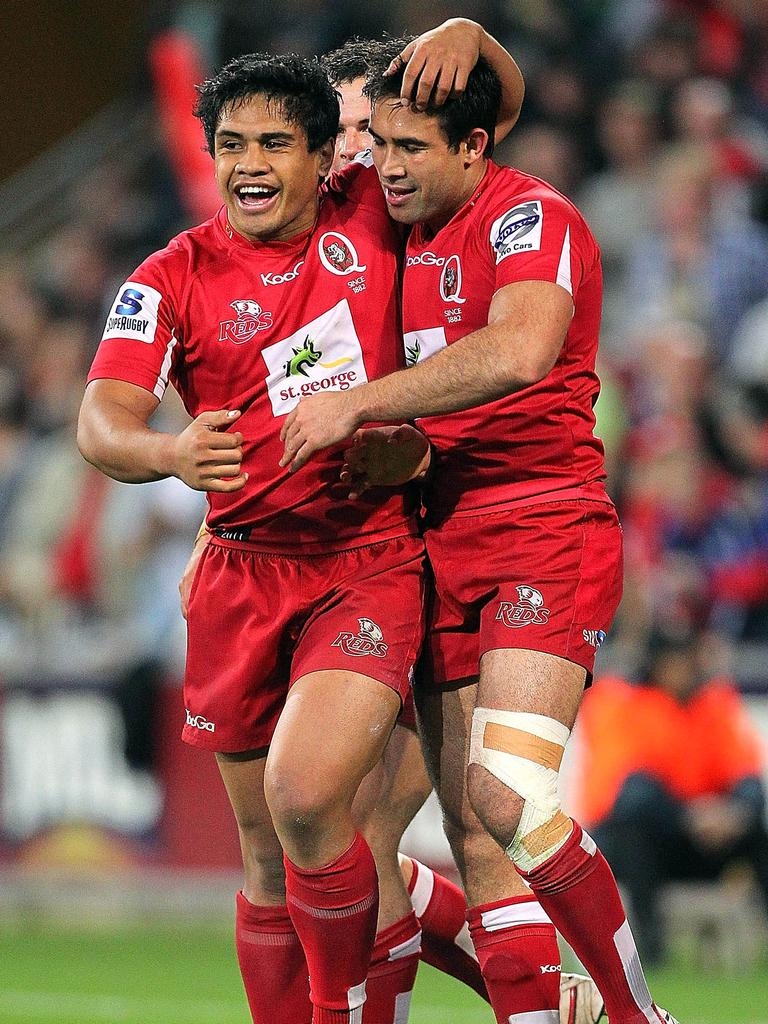Ben Tapuai embraces teammate Rod Davies following a try.
