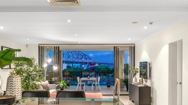 With vast indoor and outdoor entertaining spaces, this apartment is fit for families seeking a low maintenance lifestyle.