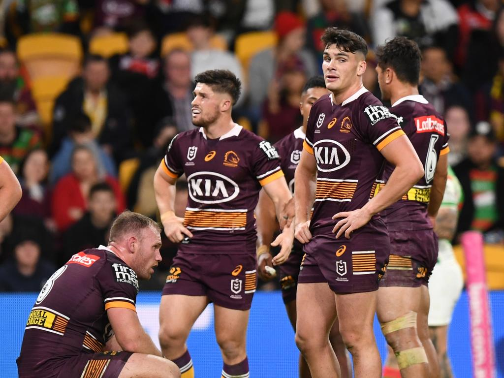 Dejected Brisbane Broncos players after another try scored against them Picture NRL Photos