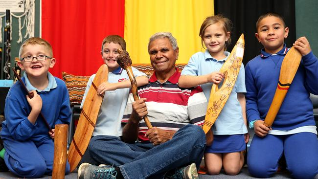 Noumea Public School Students Learn About Aboriginal Artefacts During Naidoc Week News Local