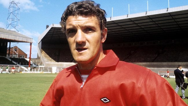 Manchester United's former captain Bill Foulkes, who survived the 1958 Munich air disaster, has died at the age of 81.
