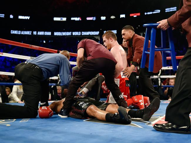 """Khan shows off his ground game in his last fight against """"Canelo"""" Alvarez."""