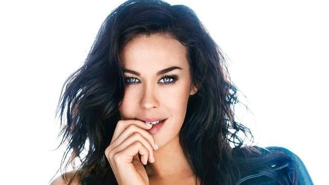 Megan Gale's contract, promising to drop weight after pregnancy