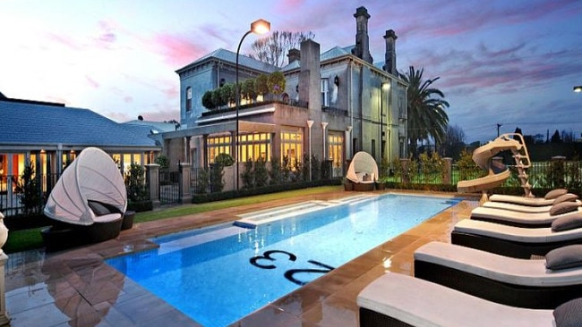 Shane Warne made a quick profit with the sale of his Brighton mansion.