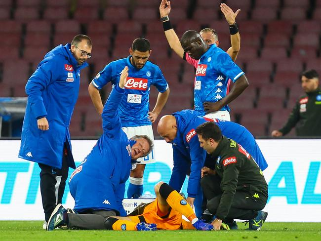 Players and staff call for medics after Napoli's Colombian goalkeeper David Ospina