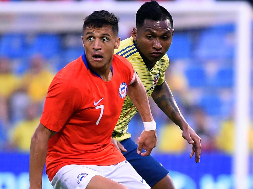 Chile's  forward Alexis Sanchez (L) vies with Colombia's defender Alferdo Morelos during their International Friendy football match at the Rico Perez Stadium in Alicante, on October 12, 2019. (Photo by JOSE JORDAN / AFP)