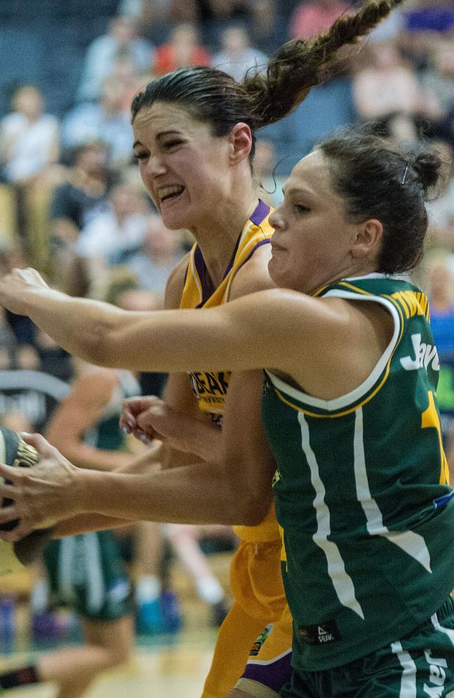 Australian basketballer Alice Kunek (left) has revealed her battle with anxiety in 2014/2015 after a shoulder injury during the WNBL finals.