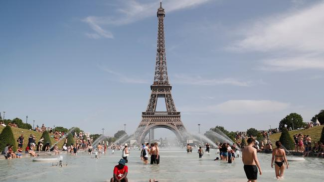 People are bathing in the Trocadero Fountain in Paris to stay cool during the merciless heatwave.