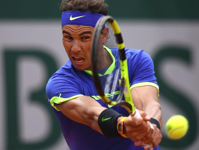 Nadal put his troubles behind him to stroll into the quarter-finals.