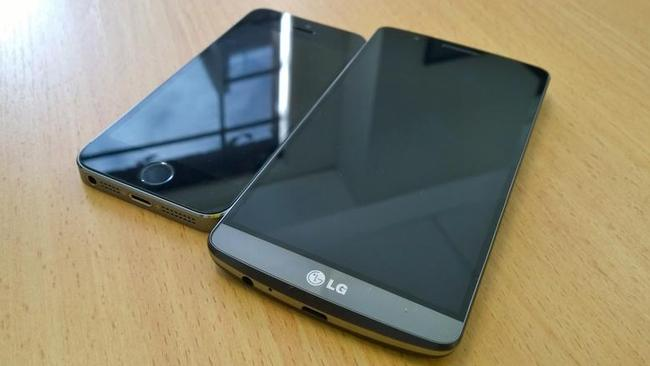 LG's G3 next to Apple's previous model, the iPhone 5s. Even with its 5.5 inch screen it doesn't look too big.