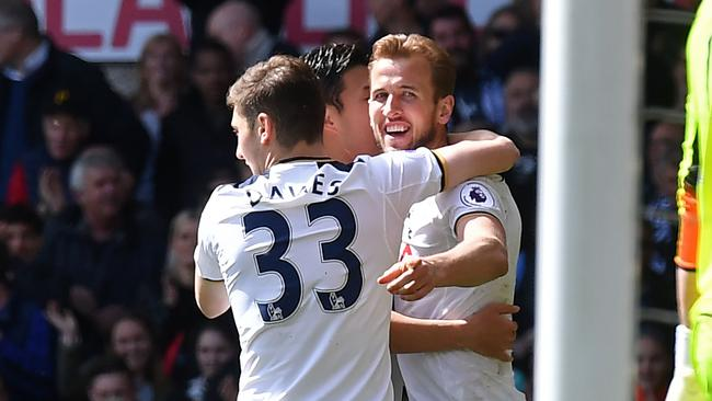 Tottenham Hotspur's English striker Harry Kane (R) celebrates with teammates after scoring.
