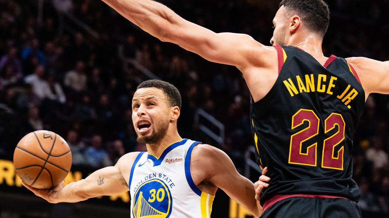 Steph Curry #30 of the Golden State Warriors shoots around Larry Nance Jr of the Cleveland Cavaliers. Picture: AFP