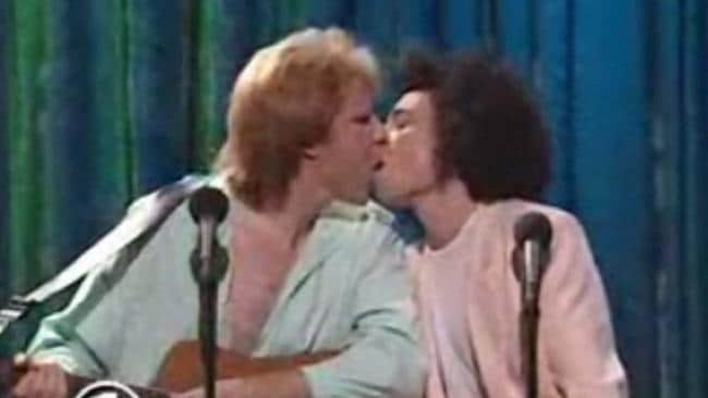 Ferrell and Kattan performing a kiss on the lips during a skit about band Air Supply on SNL in 1998.