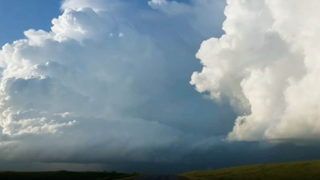 Spectacular Cloud Appears Over Kansas Amid Tornado Warnings