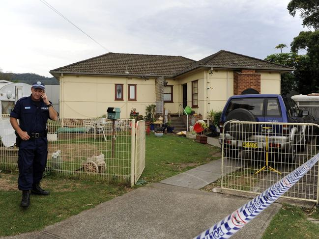 Police at 26 Wynn Street Woonona, where Louise O'Brien was killed with a hammer and her body buried 3km away in a wheelie bin.