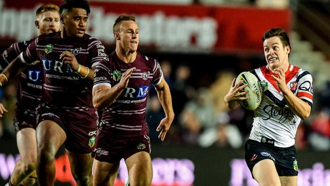 Luke Keary of the Roosters (right) outruns his Sea Eagles rivals. Picture: AAP