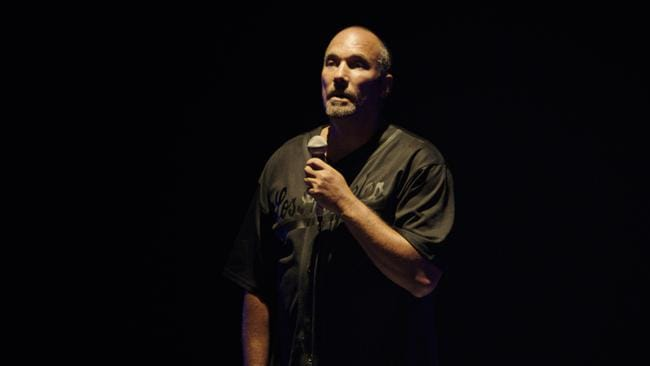 In a potent solo show, Roger Guenveur Smith retraces the charged sequence of events between the police beating of Rodney King and the deadly LA riots.