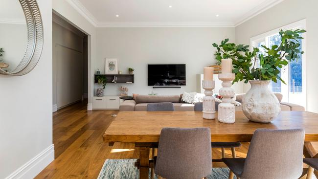 61A River Rd, Hahndorf.