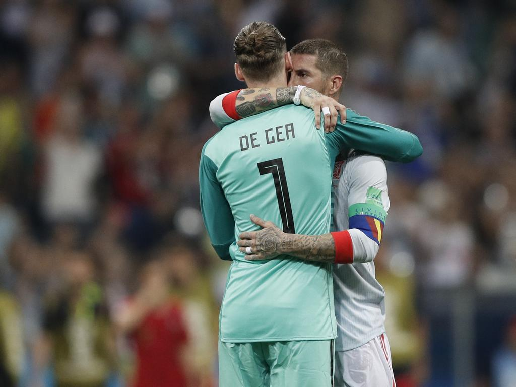 Spain's defender Sergio Ramos (R) hugs Spain's goalkeeper David De Gea at the end of the Russia 2018 World Cup Group B football match between Portugal and Spain at the Fisht Stadium in Sochi on June 15, 2018. / AFP PHOTO / Adrian DENNIS / RESTRICTED TO EDITORIAL USE - NO MOBILE PUSH ALERTS/DOWNLOADS