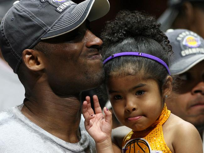 Kobe Bryant celebrates with his Gianna after the game 5 win in 2009.