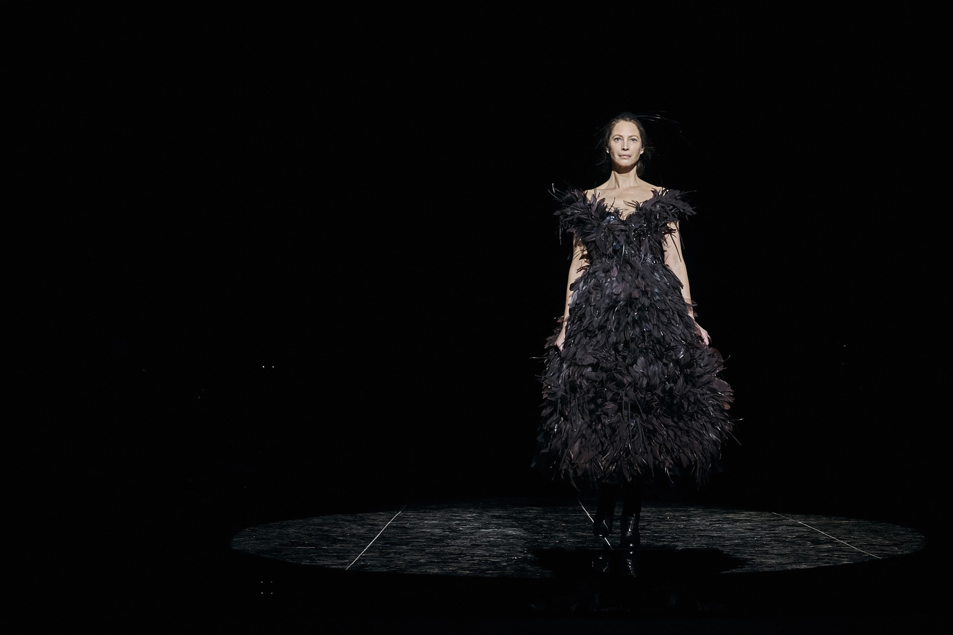 Christy Turlington returns to the runway after 20 years to close NYFW for Marc Jacobs
