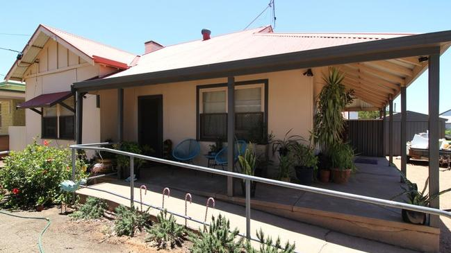 18 Eyre Highway, Port Augusta West is on the market with Raine&Horne Port Augusta and has an asking price of $150,000.