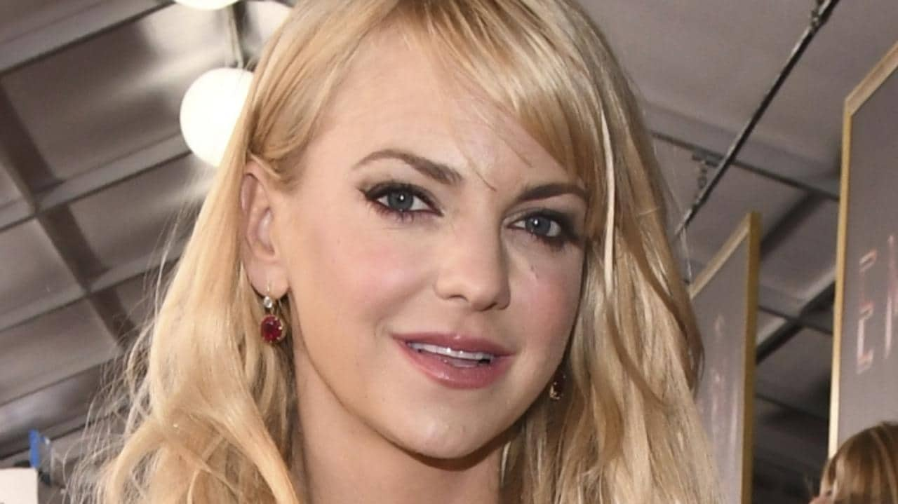 Anna Faris deletes Instagram photo after being 'skinny ...