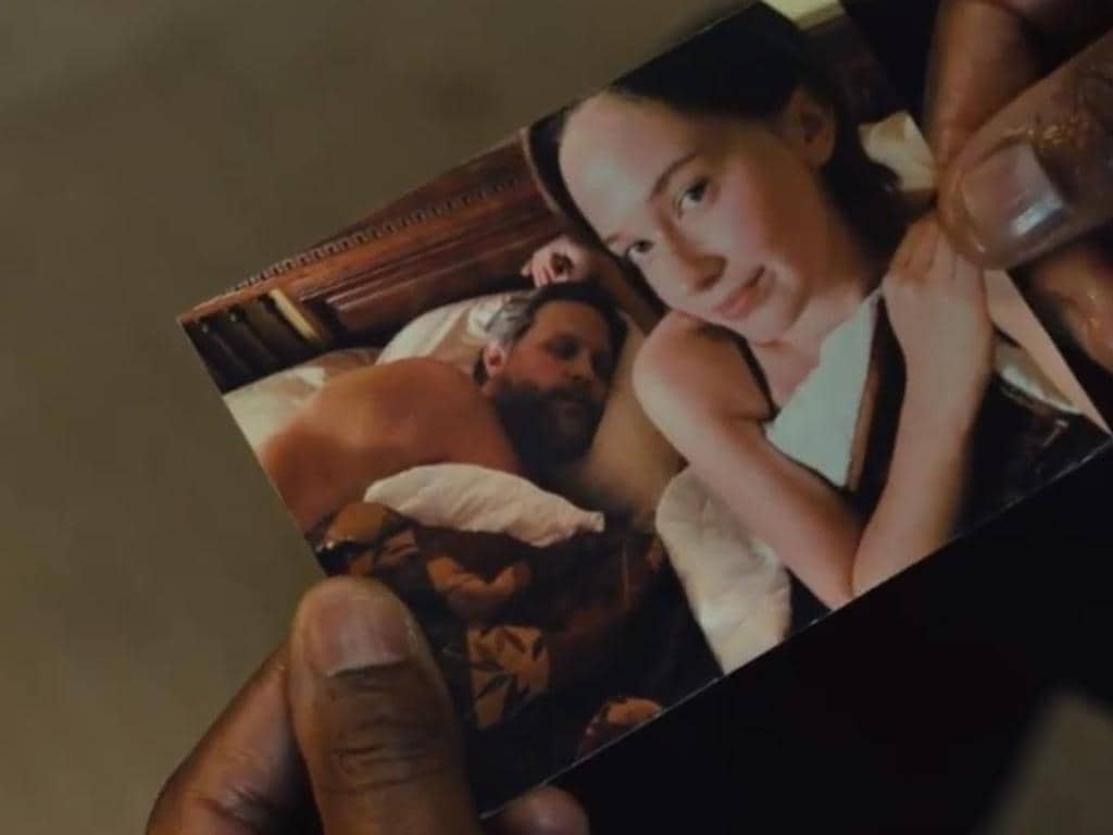 A photo of Erin and John Ross, which Jess found in Erin's diary.