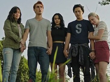 Shannen Doherty appears in Riverdale as the cast farewell Luke Perry, her 90210 co-star. Picture: CW