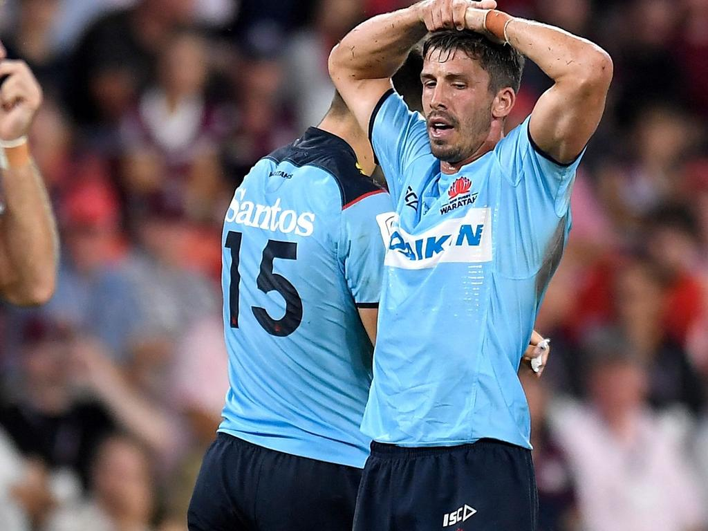 Jake Gordon of the Waratahs (2nd R) reacts during the Super Rugby match between the Queensland Reds and NSW Waratahs at Suncorp Stadium in Brisbane on February 19, 2021. (Photo by ALBERT PEREZ / AFP) / -- IMAGE RESTRICTED TO EDITORIAL USE - STRICTLY NO COMMERCIAL USE --