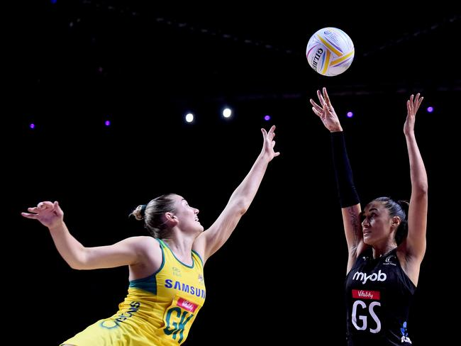 Maria Folau lines up a shot. (Photo by Nathan Stirk/Getty Images)