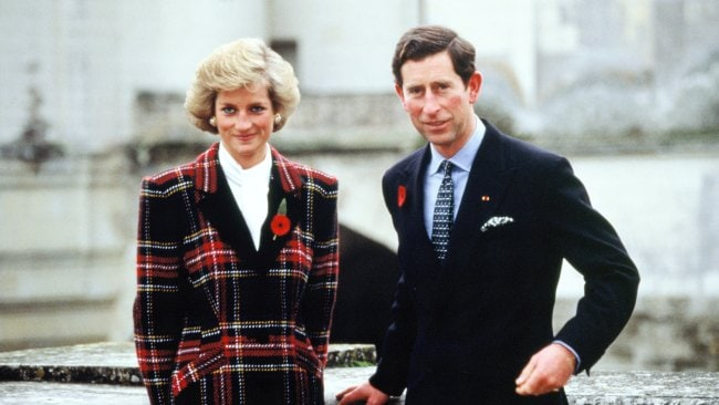 CHAMBORD, FRANCE - NOVEMBER 09: Charles and Diana, Prince and Princess of Wales, pose outside Chateau de Chambord during their official visit to France on November 9, 1988 in Chambord, France. (Photo by Georges De Keerle/Getty Images)