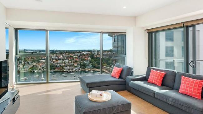 Apartment living is glamorous at 1608/80 Alfred St, Milsons Point.