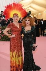 Sophie Von Haselberg and Bette Midler attend The 2019 Met Gala Celebrating Camp: Notes on Fashion at Metropolitan Museum of Art on May 06, 2019 in New York City. (Photo by Neilson Barnard/Getty Images)