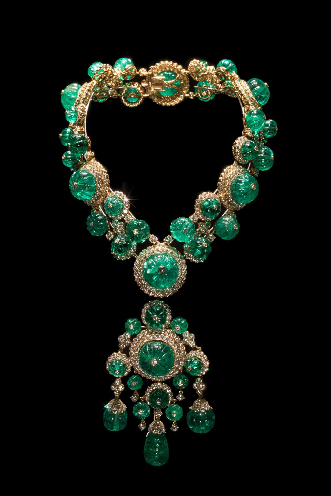Inside the Van Cleef & Arpels When Elegance Meets Art exhibition in Beijing