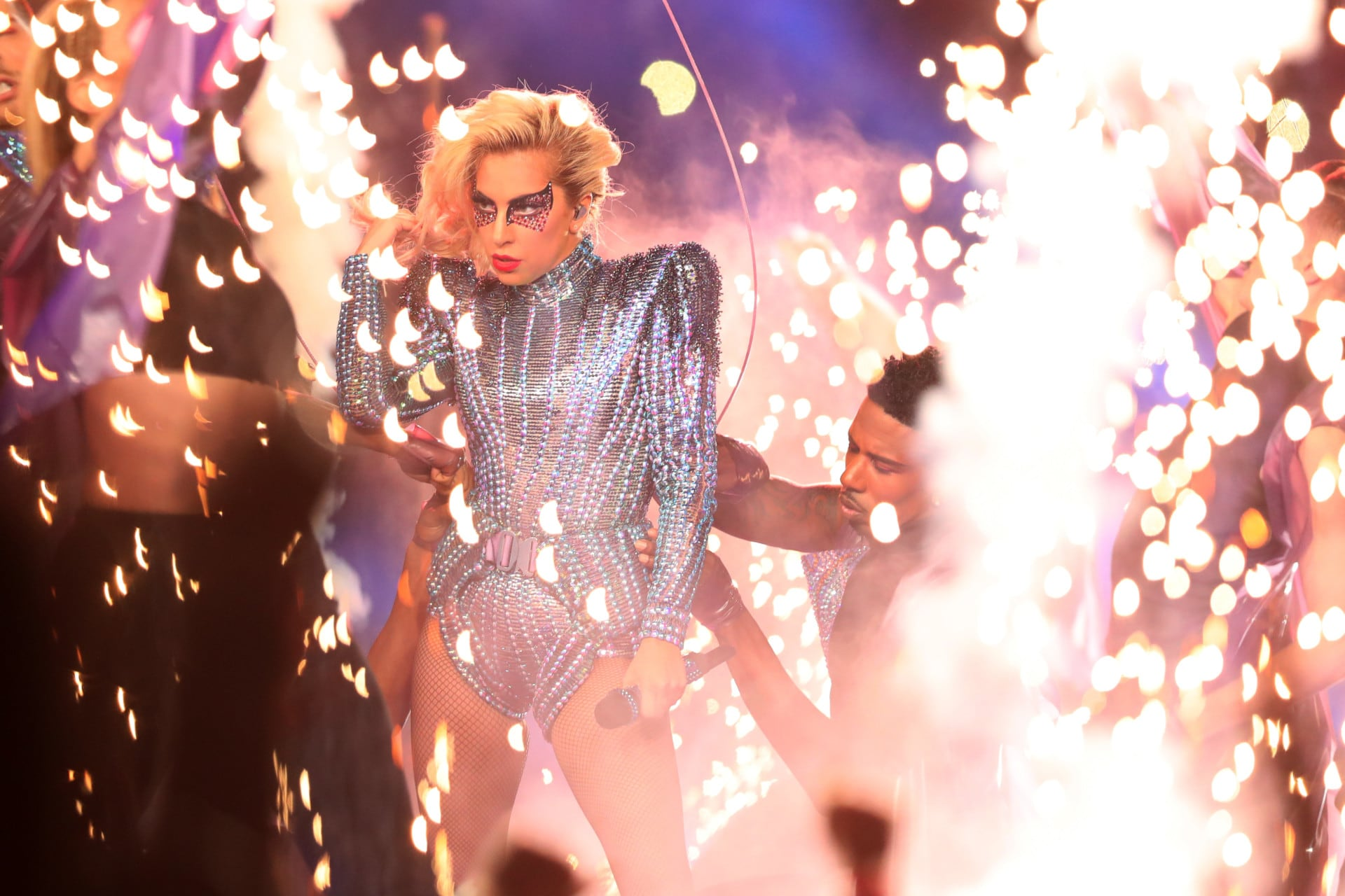 Super Bowl 2017 Halftime Show Lady Gaga Proves She Is The Queen Of Make Up Quick Change