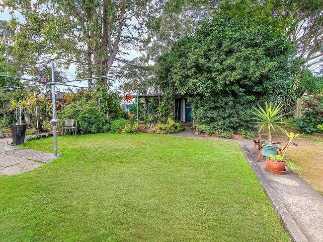 "<a href=""https://www.realestate.com.au/property-house-nsw-revesby-125971538"" target=""_blank"">7 Polo street Revesby</a>"