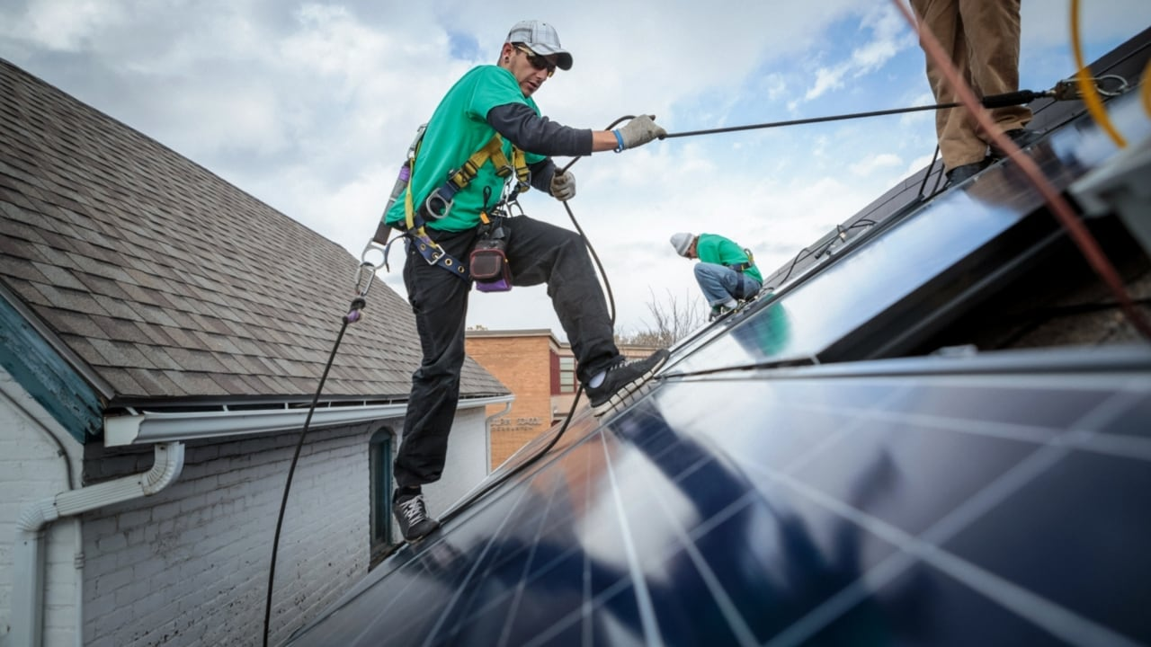 Labor pledges $1 billion to install solar panels at schools